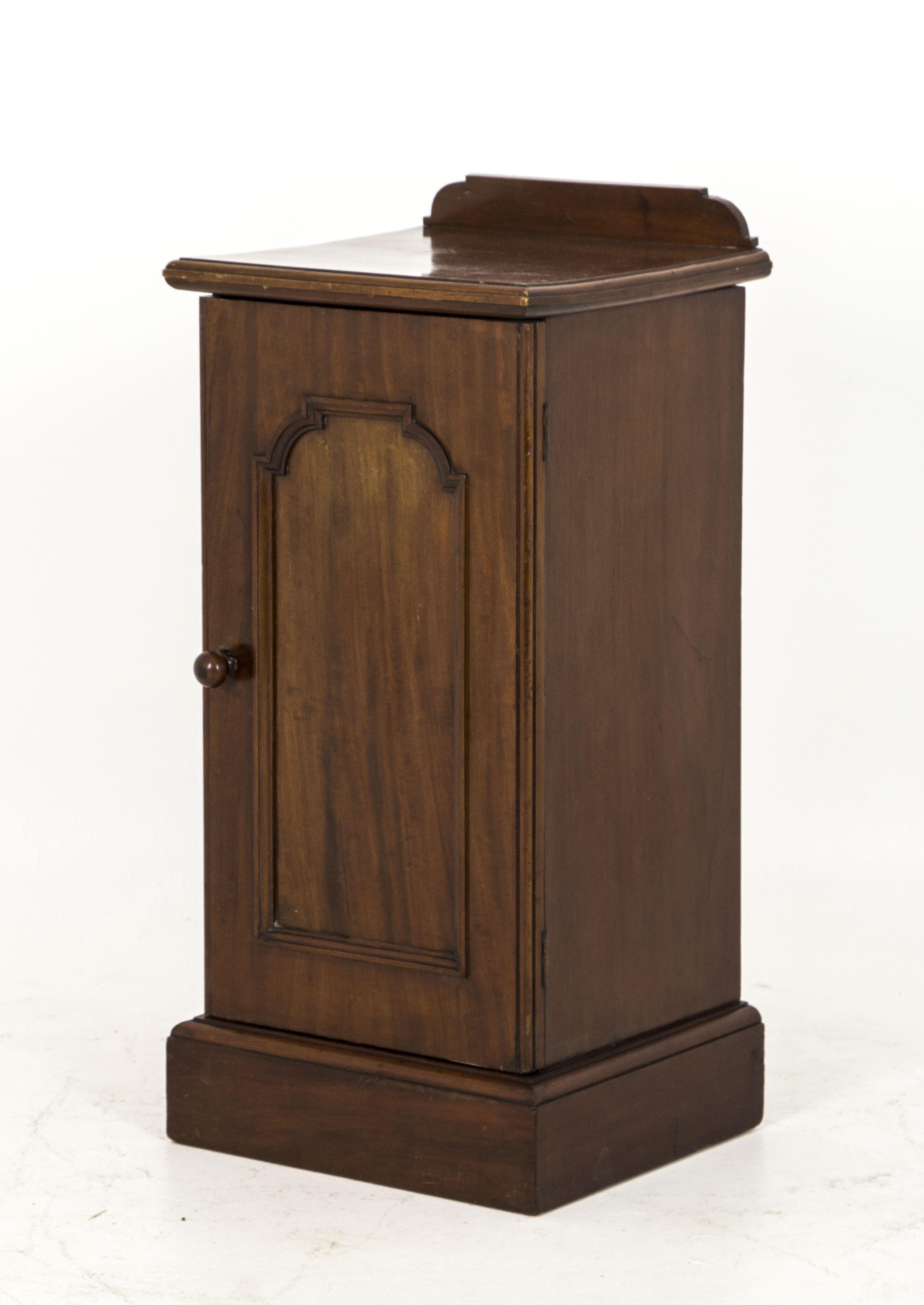 B562 Antique Scottish Victorian Mahogany Nightstand