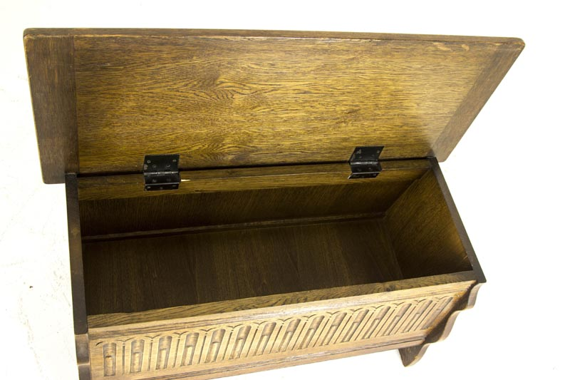B382 Vintage Petite Oak Blanket Box Toy Box Coffee Table With Lift Up Lid And Storage