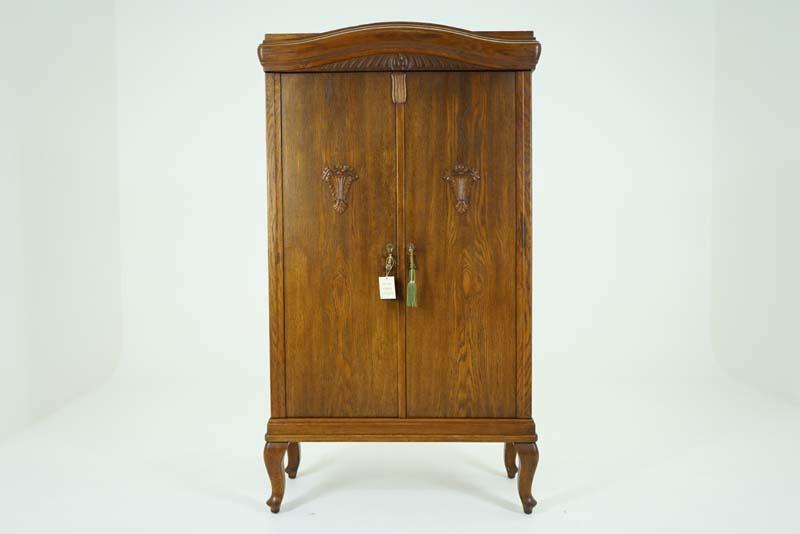 Antique_cabinet