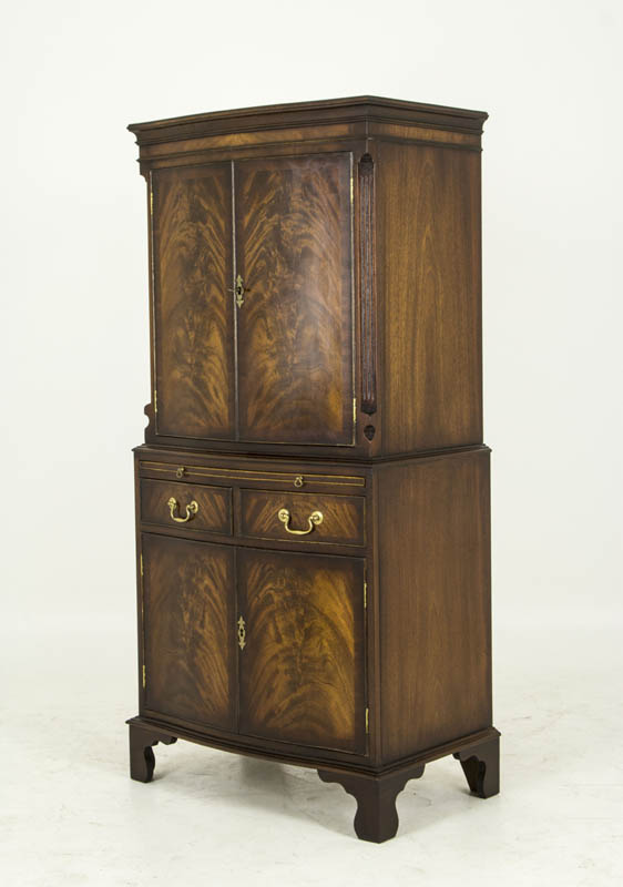 B458 Antique Serpentine Mahogany Dry Bar Cocktail Cabinet